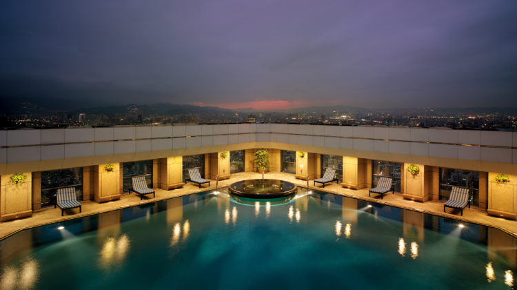 Shangri-La's Far Eastern Plaza Hotel, Taipei -Rooftop Swimming Pool